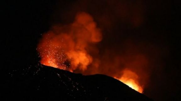 Evacúan entre 12 y 15 mil personas tras la erupción del volcán de la isla San Vicente en el Caribe
