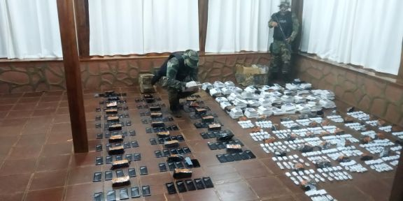 Prefectura decomisó un cargamento de celulares valuado en casi 4 millones de pesos