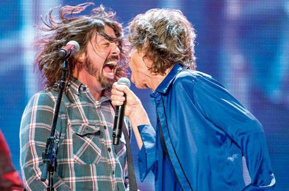 Mick y Grohl sorprenden con 'Eazy Sleazy!'
