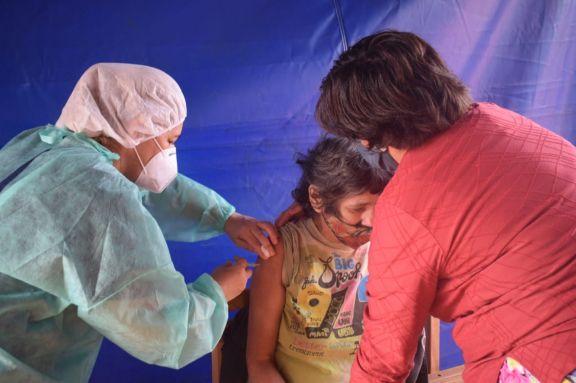 Amplían el plan de vacunación sumando feriantes, taxistas y discapacitados de alto riesgo