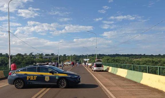 Camioneros brasileños protestan por las nuevas disposiciones para ingresar al país