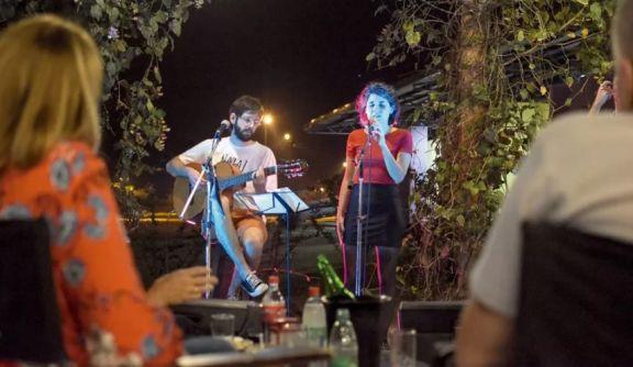 Posadas regula el horario de shows y espectáculos de grupos en bares y restaurantes