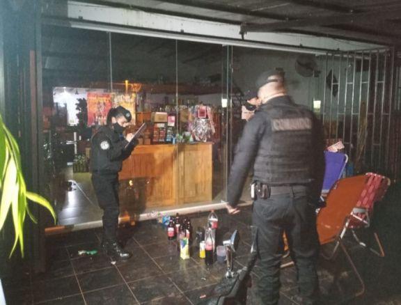 Detienen a cinco hombres por ocasionar disturbios en un supermercado de Aristóbulo del Valle