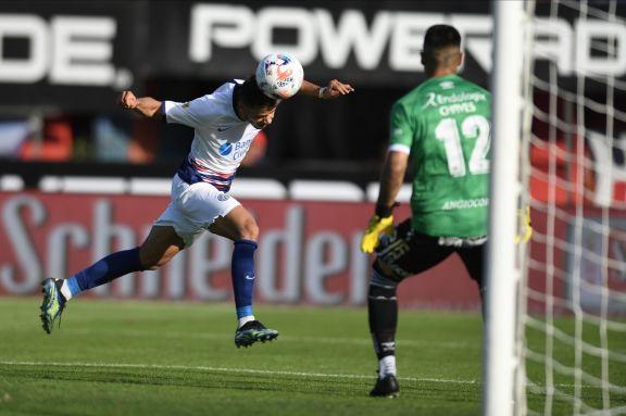 San Lorenzo y Argentinos empataron y complicaron su futuro