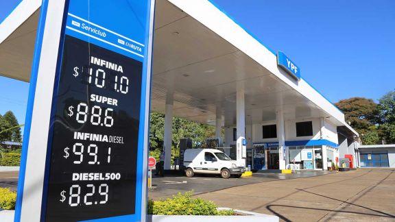 El consumo de nafta cae y se aceleraría con los aumentos