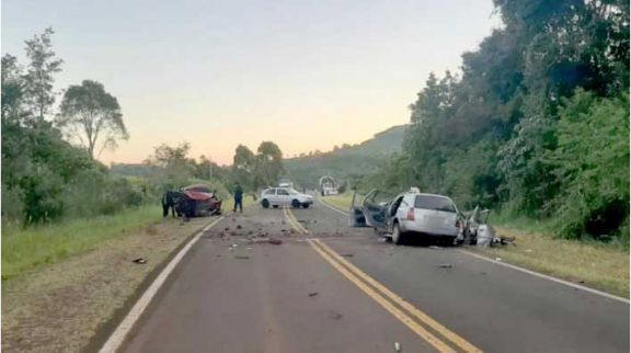 Buscan a conductor que huyó luego de chocar y matar a dos mujeres