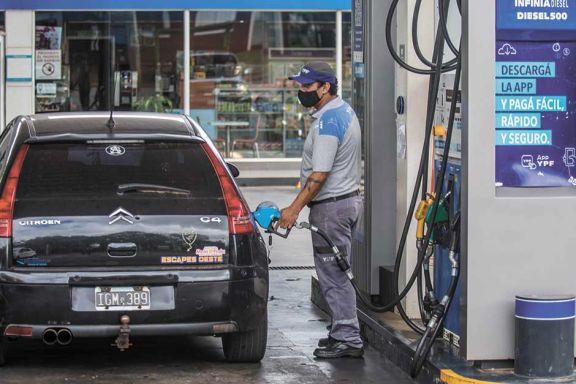 Postergan alza de impuestos en naftas para evitar otra suba