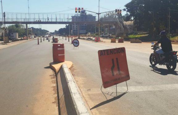 Calzada reducida por obras en inmediaciones del Campus de la Unam
