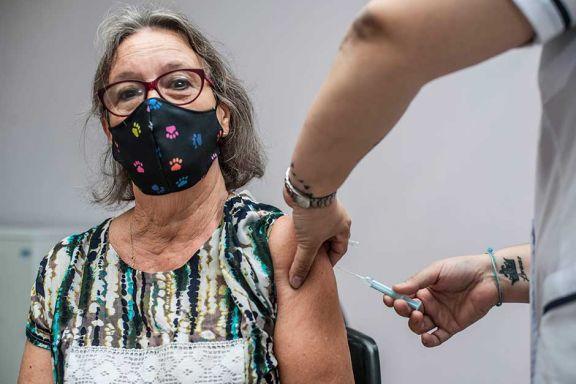 Reabrirán la  vacunación para quienes tienen entre 50 y 59 años