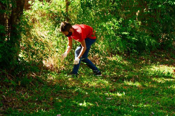San Ignacio: jóvenes profesionales con conciencia ecológica van a eliminar la basura del Paraná