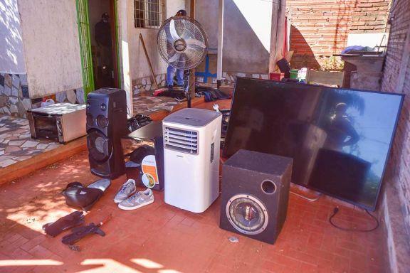 Recuperan objetos robados por un dúo que actuó bajo modalidad barreteros