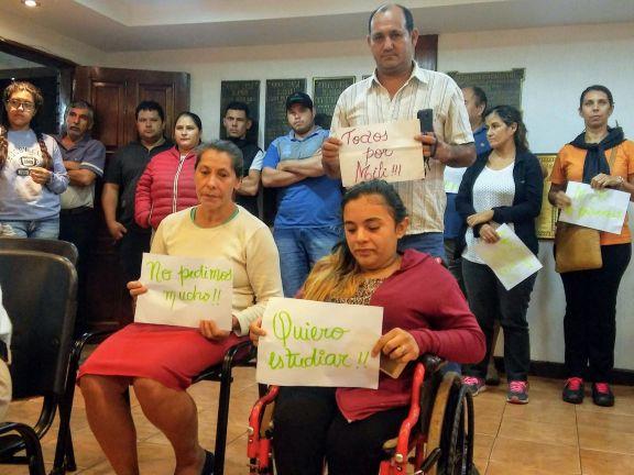 Milagros Díaz, la joven con huesos de cristal, necesita una silla de ruedas para seguir estudiando