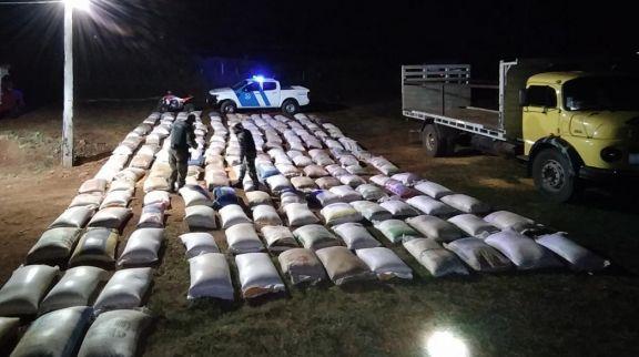 Prefectura secuestró más de 17 toneladas de granos de maíz y soja en El Soberbio