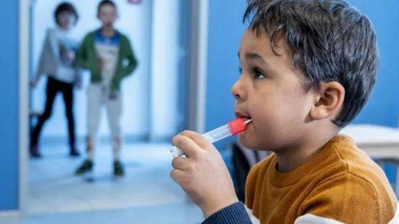 Prueban un test de coronavirus para niños con forma de chupetín