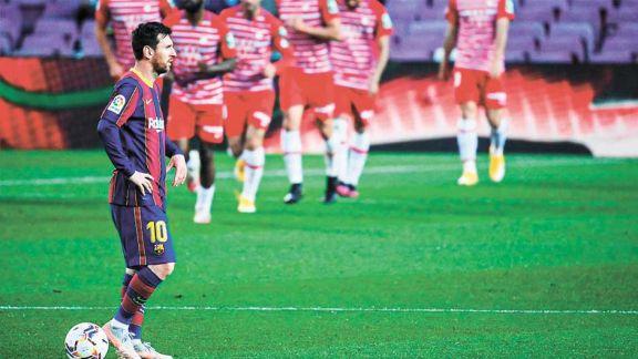 El gol de Messi no le sirvió al Barsa, que cedió terreno