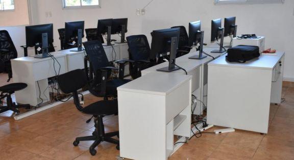 Entrega de equipamientos en el Espacio Makers en Montecarlo