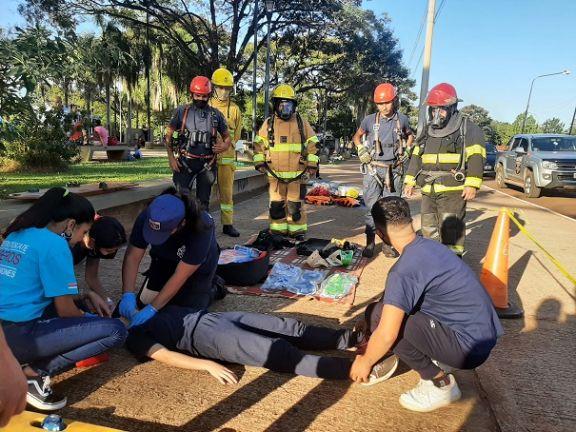 Bomberos voluntarios de Candelaria exhibieron equipamientos y tareas de rescate