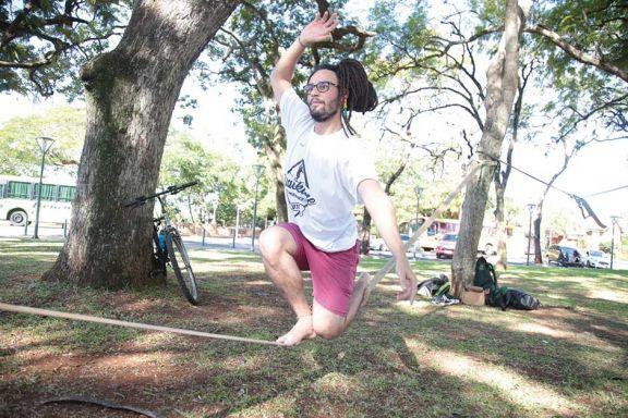 Slackline: una disciplina que combina equilibrio físico y mental