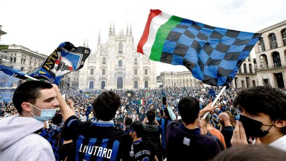 Fiesta en Milán por la consagración de Inter