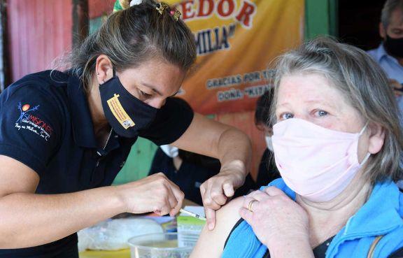 Vacunación extramuros, cuando la campaña anticovid llega al barrio