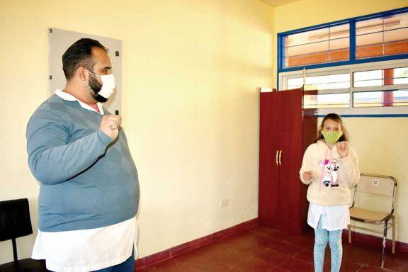 Alumna logró que su curso aprenda lenguaje de señas