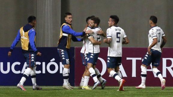Vélez le ganó a Unión La Calera en Chile y sigue con chances en la Libertadores