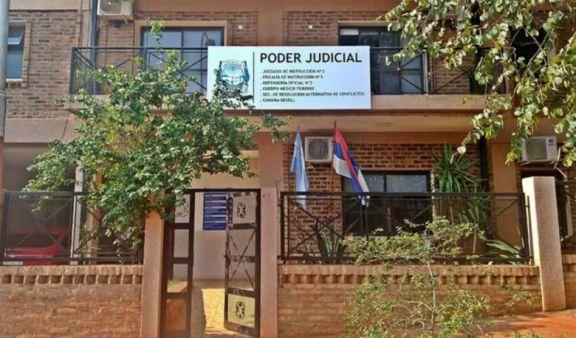 Suspensión y tercera denuncia contra el juez de Familia de Iguazú