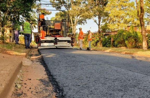 Se inició la obra de 10 cuadras de asfaltado sobre empedrado frente al Hospital de Área de Montecarlo
