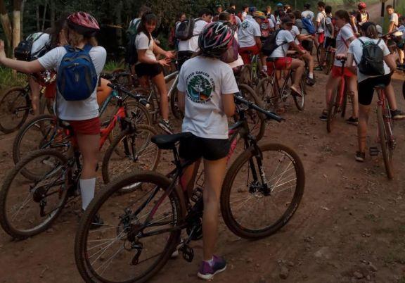 Más de 50 estudiantes participaron de la Bicicleteada Aniversario de Montecarlo