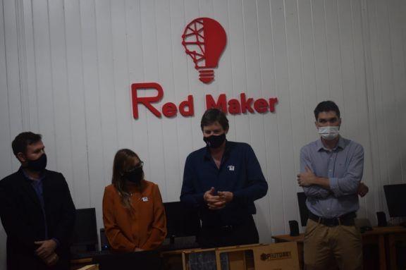 Jardín América inauguró su espacio maker de robótica y el proyecto de energía renovable