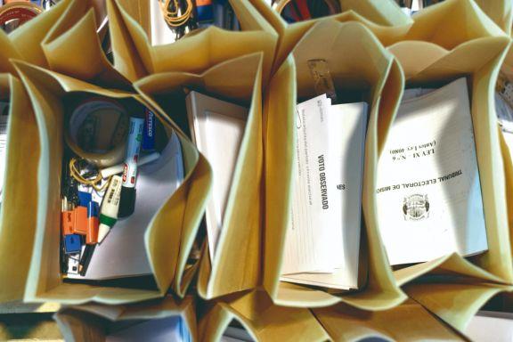Material electoral a ser distribuido en las elecciones del 6 de junio. Foto: Nicolas Oliynek