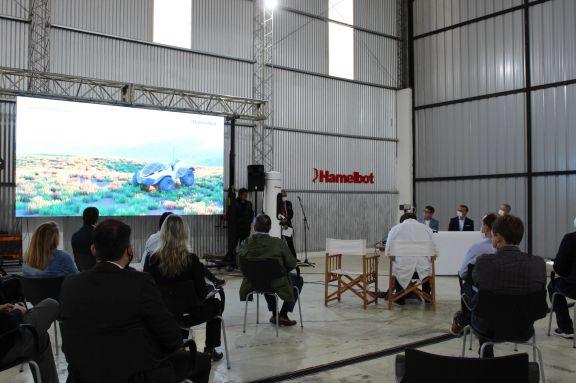 Inauguraron en Posadas una fábrica que producirá autos y tractores eléctricos