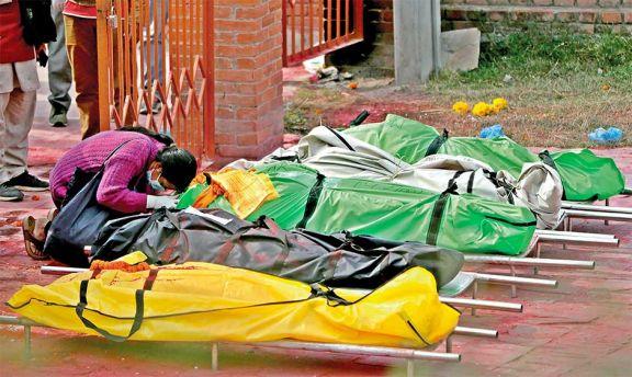 India reportó más de 400.000 casos diarios por segundo día consecutivo