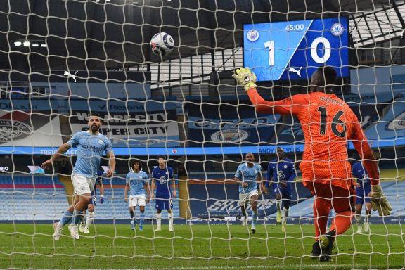 Agüero falló un penal, el City cayó ante Chelsea y no pudo gritar campeón