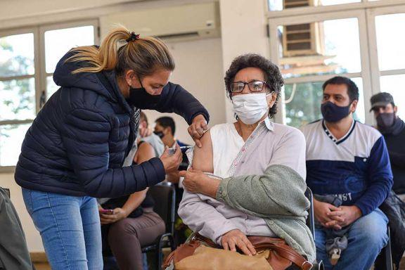 Con la vacunación por DNI buscan completar cupo de mayores de 60