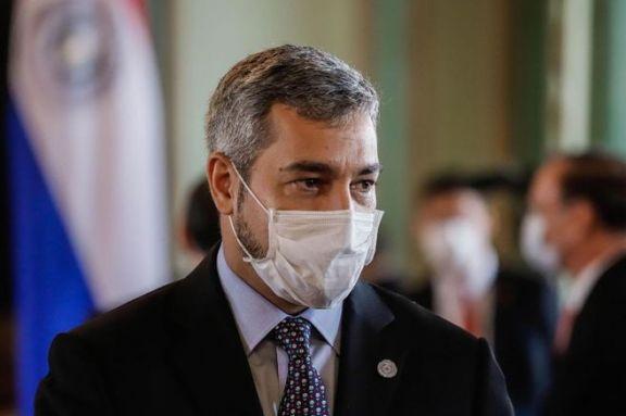 El presidente paraguayo, aislado por dos colaboradores cercanos contagiados