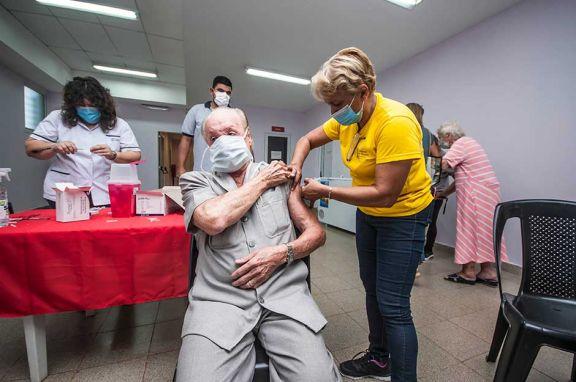 Se redujo en Misiones la mortandad por Covid en mayores de 65 años