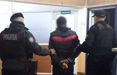 Atacó a golpes a su pareja e hijo y terminó detenido en 25 de Mayo
