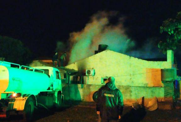 Bomberos sofocaron incendio de una vivienda en Apóstoles