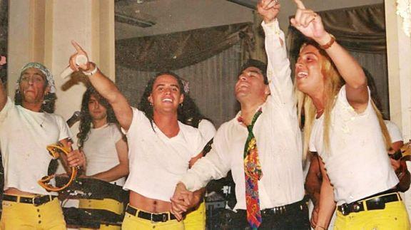 Roberto Edgar subasta la corbata que le regaló Maradona en un show privado de Volcán