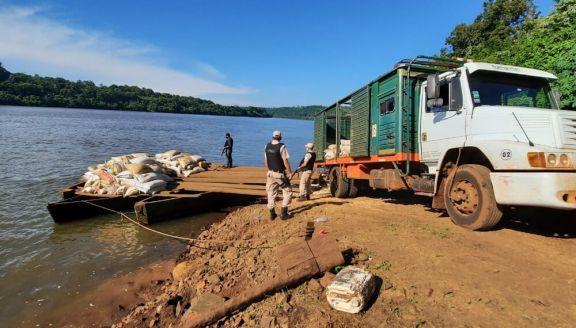 En El Soberbio, uno de los intentos para pasar en precaria embarcación el cargamento de droga a Brasil.
