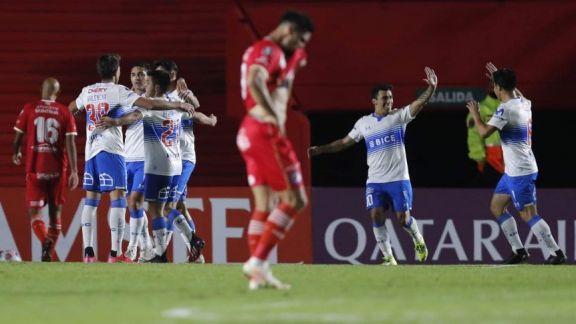 """Argentinos se quedó muy rápido con 10 jugadores y dejó su invicto copero ante la """"U"""" Católica"""