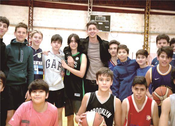 Franco pasó a visitar a los chicos de Tokio. Foto: Natalia Guerrero.