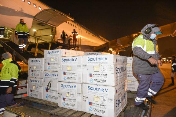 Llegó al país un nuevo vuelo de Aerolíneas con 500 mil dosis de vacunas Sputnik V