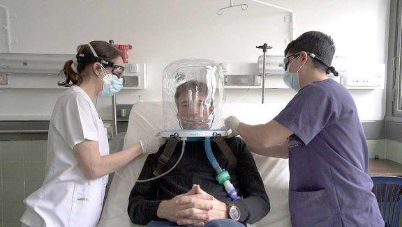 En la provincia también se usan cascos Helmet en pacientes con Covid-19