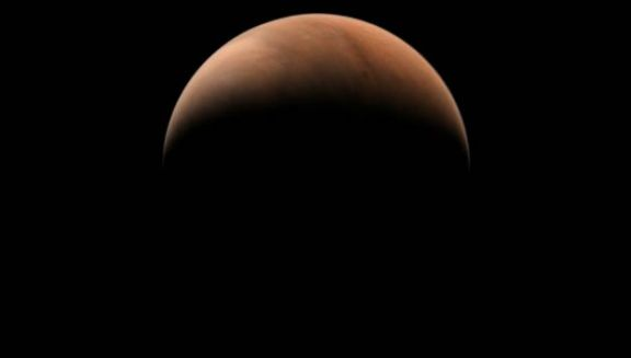 China logró posar sobre la superficie de Marte un robot teledirigido