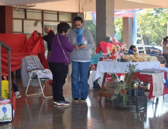 Feria de artesanos en Jardín América
