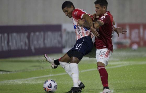 """Futbolistas colombianos: """"apoyo total"""" a las protestas y pedido de suspensión del torneo"""