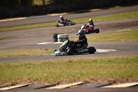 Oberá empezó a vivir la tercera fecha del Karting