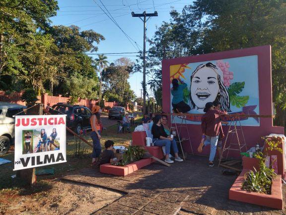 Pintan un mural en memoria de Vilma Mercado en Puerto Iguazú